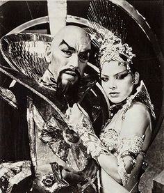 """Max Von Sydow y Ornella Muti como Ming y su hija en """"Flash Gordon"""", 1980 Fiction Movies, Sci Fi Movies, Scary Movies, Good Movies, Science Fiction, Movie Tv, Mad Science, Flash Gordon, 80 Tv Shows"""