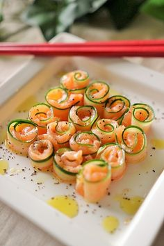 Sushi, a nutritious cold food, is perfect for picnics. Make a sushi snack in the spring, then go hiking together. Party Food Catering, Chefs, Food Carving, Homemade Sushi, Yummy Food, Tasty, Food Platters, Food Decoration, Cold Meals
