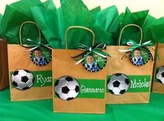 Today you will learn to organize and decorate the best children's party with a soccer theme, because we attach an idea for every detail. Soccer Party Favors, Soccer Birthday Parties, Football Birthday, Sports Birthday, Birthday Party Themes, Soccer Gifts, Soccer Snacks, Football Themes, Party Packs