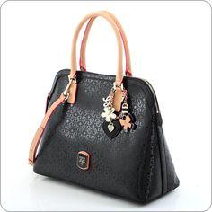 Eine echte Couture-Tasche, inspiriert von den internationalen Top-Bags. Designer-Handtasche aus der Guess Kollektion Frosted.