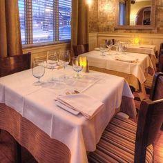 Né du désir de faire vivre une expérience culinaire mémorable, le restaurant Bleu Moutarde se veut être un point de rencontre décontracté dans une ambiance bistro-chic situé dans le Vieux-Beloeil....
