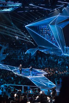 Q&A: A Behind-the-Scenes Look at the MTV Video Music Awards' Ambitious Stage Design Stage Lighting Design, Stage Set Design, Mtv Video Music Award, Music Awards, Concert Stage Design, Mtv Videos, Scenic Design, Design Process, Staging