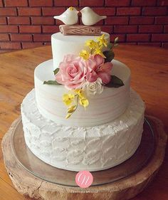❤️ _ _ by Noivas 👰🏽💍🤵🏼💐 Beautiful Wedding Cakes, Gorgeous Cakes, Pretty Cakes, Cute Cakes, Engagement Cake Design, Engagement Cakes, Wedding Cake Designs, Wedding Cake Toppers, Happy Wedding Anniversary Wishes
