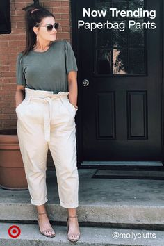 Make a fall fashion statement with the paperbag pants trend with a cinched waist stylish, baggy fit. Cute Work Outfits, Chic Outfits, Trendy Outfits, Fall Outfits, Fashion Outfits, Fashion Hacks, Nike Fashion, Fashion Photo, Fashion Fashion