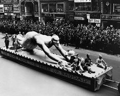 [Macy's Thanksgiving Day Parade float: Genii from The Thief of Bagdad], 21 November (Photo: Bettmann/CORBIS.) From Corbis. Macys Thanksgiving Parade, Vintage Thanksgiving, Miracle On 34th Street, Parade Route, Creepy Vintage, I Love Nyc, Photo Archive, New York City, Baghdad