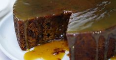 date pudding With winter just a few days away, a sticky date pudding seems like a timely idea!With winter just a few days away, a sticky date pudding seems like a timely idea! Date Recipes, Best Dessert Recipes, Sweet Recipes, Köstliche Desserts, Delicious Desserts, Delicious Magazine Recipes, Sticky Date Pudding, Pudding Recipes, The Best