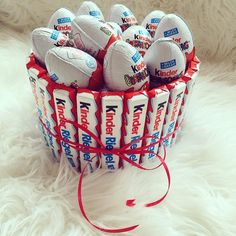 kinder, chocolate, and food image Sweets Christmas Gifts, Christmas Decorations To Make, Chocolate Gifts, Chocolate Lovers, Chocolate Food, Diy Birthday, Birthday Gifts, Pinterest Cake, Surprise Cake