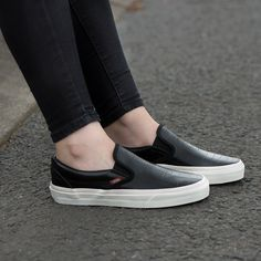 a8655679fcddc2 Add the Vans Womens Classic Slip On Trainer to your summer collection. Slip  On Trainers