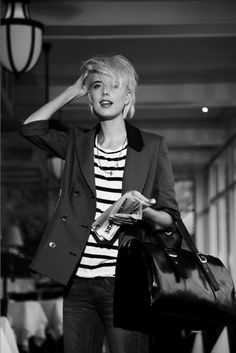 Why is Agyness Deyn the most beautiful person of all time? Hipster Grunge, Grunge Goth, Street Style Vintage, Agyness Deyn, Pelo Bob, Haircut For Older Women, Over The Top, Mode Style, Her Style