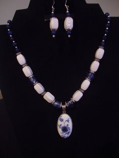 Blue and white flower pendant necklace and earrring set. 2-106 $40.00