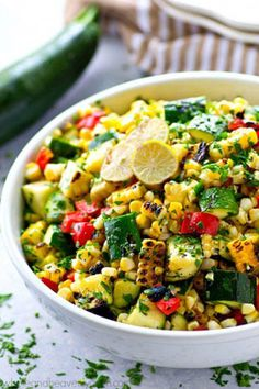 Charred Zucchini Sweet Corn Mexican Salad - - Smoky grilled zucchini, charred sweet corn, and tons of other Mexican goodness collide in this loaded Mexican salad that's a perfect way to use up the last of the summer produce! Mexican Street Corn Salad, Mexican Salads, Mexican Food Recipes, Cheap Clean Eating, Clean Eating Snacks, Healthy Eating, Healthy Food, Grilled Zucchini, Grilled Vegetables