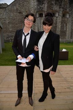 Sue Perkins and Anna Richardson. Love Anna's style, that chignon is to die for!