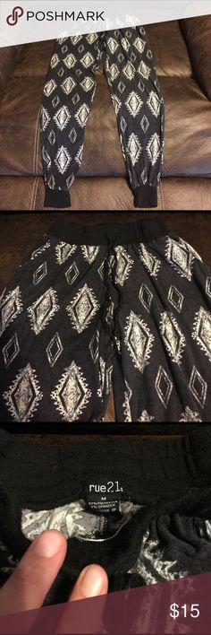 Rue 21 Drawstring Jogger Pants Super cute & very soft Rue 21 Jogger Pants With Drawstring & Pockets! In perfect condition no rips or stains! Inseam is 28in. Made of 92% Polyester 8% Spandex Rue 21 Pants Track Pants & Joggers