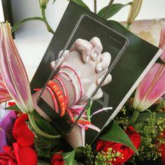 ACHTUNG: Valentinstag ist morgen! Schon das richtige Geschenk für Euren Lieben besorgt?  Wir haben soeben das neue Nokia 6 bekommen, welches sich perfekt in dem Blumenstrauß einfügt :)  Was verschenkt Ihr?  #nokia #6 #valentinesday #bemyvalentine #14 #smartphones #android #nougat #alive #flowerpower #flower #blumenstrauß #handy #liebling #14th