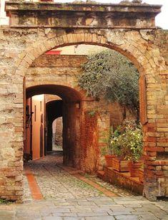Toscana - Borghi medievali in Toscana. Certaldo Alto (Firenze) nel cuore del Chianti, ideale per rilassanti vacanze in Toscana! - di claudiaclacla