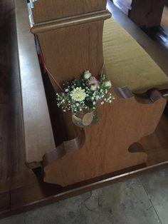Deko an den Kirchenbänken, Vintage Hochzeit
