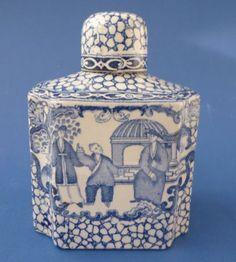 Antiquitaeten-Porzellan-Tee-Dose-England-Blau-Weiss-ca-1900