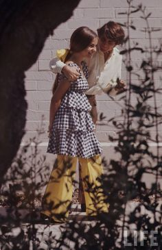 these are high school fashions in 1969 photographed by arthur shatz for life magazine....Hippie Hugs with LOVE, Michele