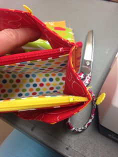 Sew Together Bag. DIY step-by-step tutorial. Sewing Hacks, Sewing Tutorials, Free Tutorials, Sew Together Bag, Sew Wallet, Zipper Pouch Tutorial, Sewing Elastic, Christmas Sewing, Bag Patterns To Sew