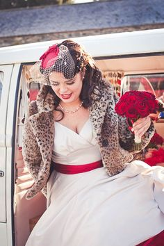 White with red wedding dress birdcage veil and Leopard coat. Rockabilly Wedding, Rockabilly Style, Rockabilly Fashion, Pinup, Rock And Roll, Wedding Looks, Fall Wedding, Alternative Wedding, Up Girl