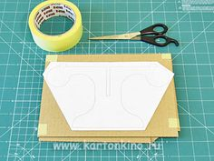 Ваза из картона своими руками Cardboard Box Crafts, Plastic Cutting Board, Diy And Crafts, Projects To Try, Funny Throw Pillows, Paper Envelopes, Bricolage