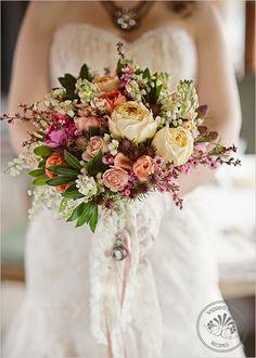 ramo vintage de flores con apariencia de secas