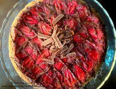 Prăjitură răsturnată cu ciocolată și căpșuni