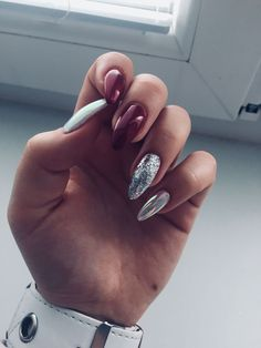 What Christmas manicure to choose for a festive mood - My Nails Perfect Nails, Gorgeous Nails, Pretty Nails, Cute Acrylic Nails, Glitter Nail Art, Hot Nails, Hair And Nails, Manicure Natural, Uñas Kylie Jenner