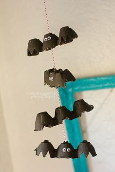 Dandelions on the Wall: Homeschool: Halloween Craft; B is for Bats!