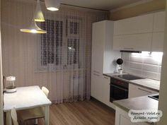 Белая кухня из лиственницы со встроенной техникой в Красноярске + цена