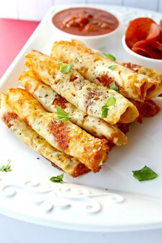 Keto Pizza Roll Ups – Easy low carb snack or on the go lunch! Keto Pizza Roll Ups – Easy low carb snack or on the go lunch! Low Carb Keto, Low Carb Recipes, Healthy Recipes, Pizza Recipes, Healthy Fats, Paleo Food, Lunch Recipes, Easy Recipes, Pizza Bites