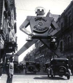 The Ericsson Telephones Robot - Mexico City, 1930s. Photo by Agustin Victor Casasola (image via TRUE_ROBOTS)