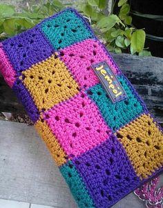 Crochet Scarf Tutorial Tricot Ideas Knitting For BeginnersKnitting HumorCrochet PatronesCrochet Ideas Crochet Wallet, Crochet Pouch, Crochet Purses, Crochet Gifts, Crochet Stitches, Modern Crochet, Vintage Crochet, Crochet Designs, Crochet Patterns