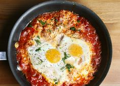 Shakshuka may be the one Israeli food that makes me forget about my egg allergy. Shakshuka in is one of the better places to try it. Passover Recipes, Jewish Recipes, Paleo Recipes, Cooking Recipes, Cooking Eggs, Italian Recipes, Comida Israeli, Israeli Food, Israeli Recipes
