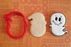 halloween cookies decorated Spirit of Santa Face Cookie Cutter Ghost Cookies, Santa Cookies, Fall Cookies, Iced Cookies, Cute Cookies, Holiday Cookies, Cupcake Cookies, Cookies Et Biscuits, Halloween Cookies Decorated