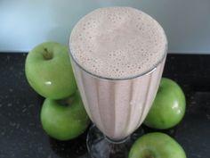 Stewed Apple & Cinnamon Smoothie using Unsweetened Vanilla Almond Breeze almond milk. Yum, and such a healthy recipe! #smoothie #drink #recipe #apple #almondmilk #almondbreeze