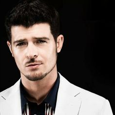 Robin Thicke is soooo attractive!