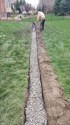 Why use a coarse washed rock for construction of a Michigan French Drain? French Drain Coarse Washed Rock French drains that fail do so for many reasons. Most handymen, DIY guys or lawn sprinkler crews that install a pipe for drainage [.