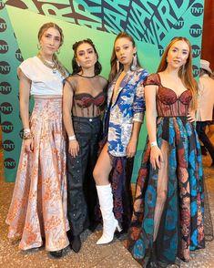 Fangirl, Sari, Actors, Image, Singers, Women, Style, Instagram, Fashion