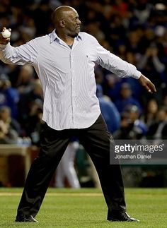 Lee Smith throws out the first pitch//Oct 8, 2016 Game 2 NLDS SF @ CHC