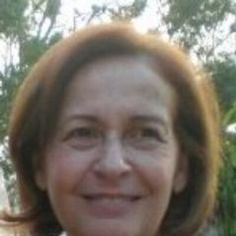 """María Clara Salas nació en Caracas, es Doctora en Filosofía de la UCV. Ha publicado 1606 y otros poemas, Cantábrico. """"Un tiempo más bajo los árboles"""", obtuvo el  Premio """"Municipal de Poesía de la ciudad de Caracas"""" en 1991. """"Linos"""" fue galardonado con Premio Bienal de Poesía """"José Rafael Pocaterra"""" en 1986. Su obra más reciente """"Ritual de bosques"""" publicado en 2015 por la editorial Dcir.  #ConociendoAUnEscritor #LeamosEscritoresVenezolanos"""