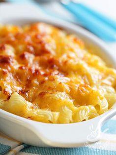 Se siete alla ricerca di una ricetta di pasta al forno gustosa, bella consistente e saporita, non fatevi sfuggire la Pasta gratinata con fontina e speck.