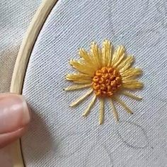 Hand Embroidery Patterns Flowers, Ribbon Embroidery Tutorial, Basic Embroidery Stitches, Hand Embroidery Videos, Embroidery Flowers Pattern, Flower Embroidery Designs, Simple Embroidery, Silk Ribbon Embroidery, Embroidery For Beginners