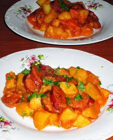 Aici, doar gustul conteaza.....: TOCANITA DE CARTOFI (CU CARNATI) Beef Bourguignon, Frugal, Cooking Recipes, Potatoes, Chicken, Ethnic Recipes, Sweet, Food, Happy
