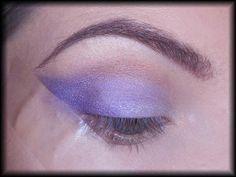 6. Zewnętrzną połowę dopełniam ciemniejszym odcieniem fioletu.