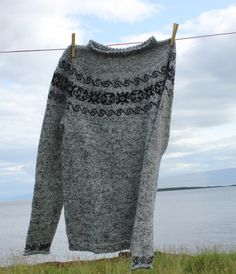 A unisex sweater by Móakot, knitted with one thread of Einband and one thread og Isager alpaca 1 together. Pattern available online from - Shopicelandic.com. Price 20$.