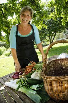 gurkemejerod skal varmes før dens sundhedsmæssige fordele udnyttes -Det kan betale sig at bruge gurkemeje med rund hånd i ris og grønsagsretter, for gurkemeje er sundt og så kan det dæmpe inflammation. Inflammation er en form for betændelse, der indgår i udviklingen af stort set alle velfærdssygdomme.   Curcurmin, der er det stof, der giver såvel karry som gurkemeje den gule farve, har antiinflammatorisk effekt, og det underbygges i et nyt studie, offentliggjort i Phytotheraoy Research. Her…