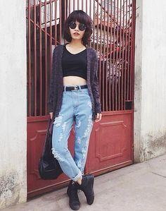 Crop top & high waisted jeans