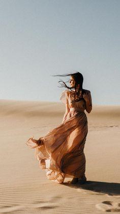 desert inspired portrait at silver lake sand dunes Desert Photography, Portrait Photography, Pinterest Photography, People Photography, Photo Desert, Silver Lake Sand Dunes, Kreative Portraits, Shotting Photo, Desert Fashion