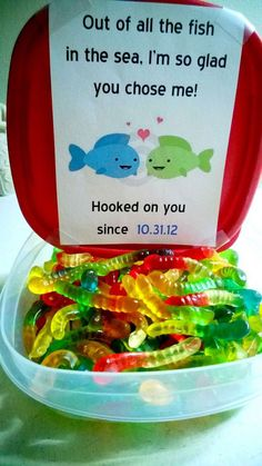 Out of all the fish in the sea, I'm so glad you chose me! What cute Valentines Day idea with all these colorful candy worms and lovely messages. <3